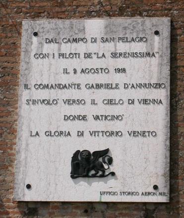 Volo_su_Vienna,_lapide_commemorativa_2
